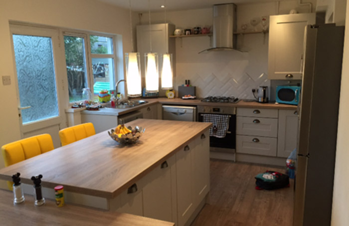 Malvern Light Grey With Sonoma Oak Worktops Real Kitchens Stunning Kitchens Designed By Experts Sigma 3