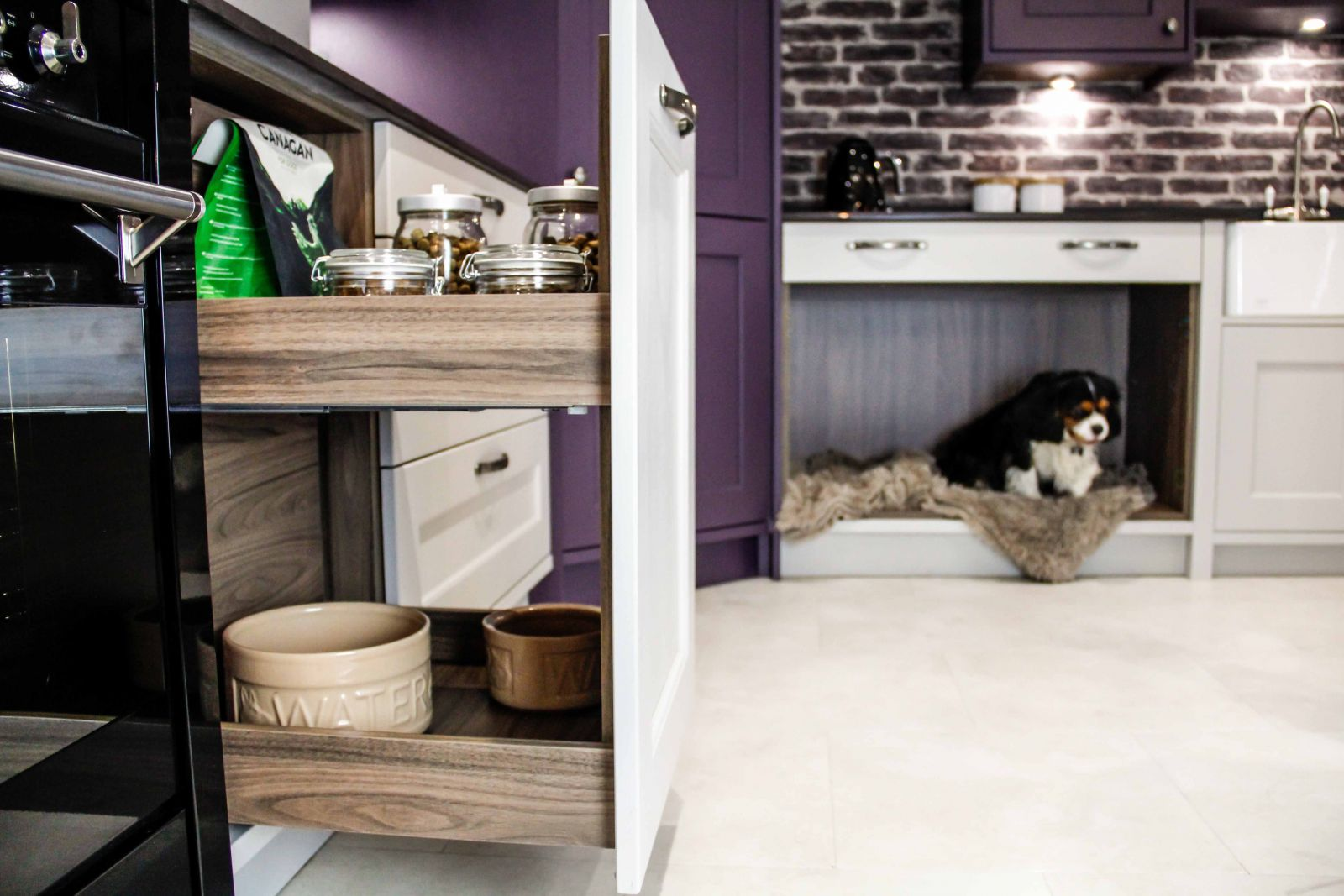 Sigma 3 Kitchens Pet and Dog Friendly Kitchen Design, MagnaSpace from The Signature Collection