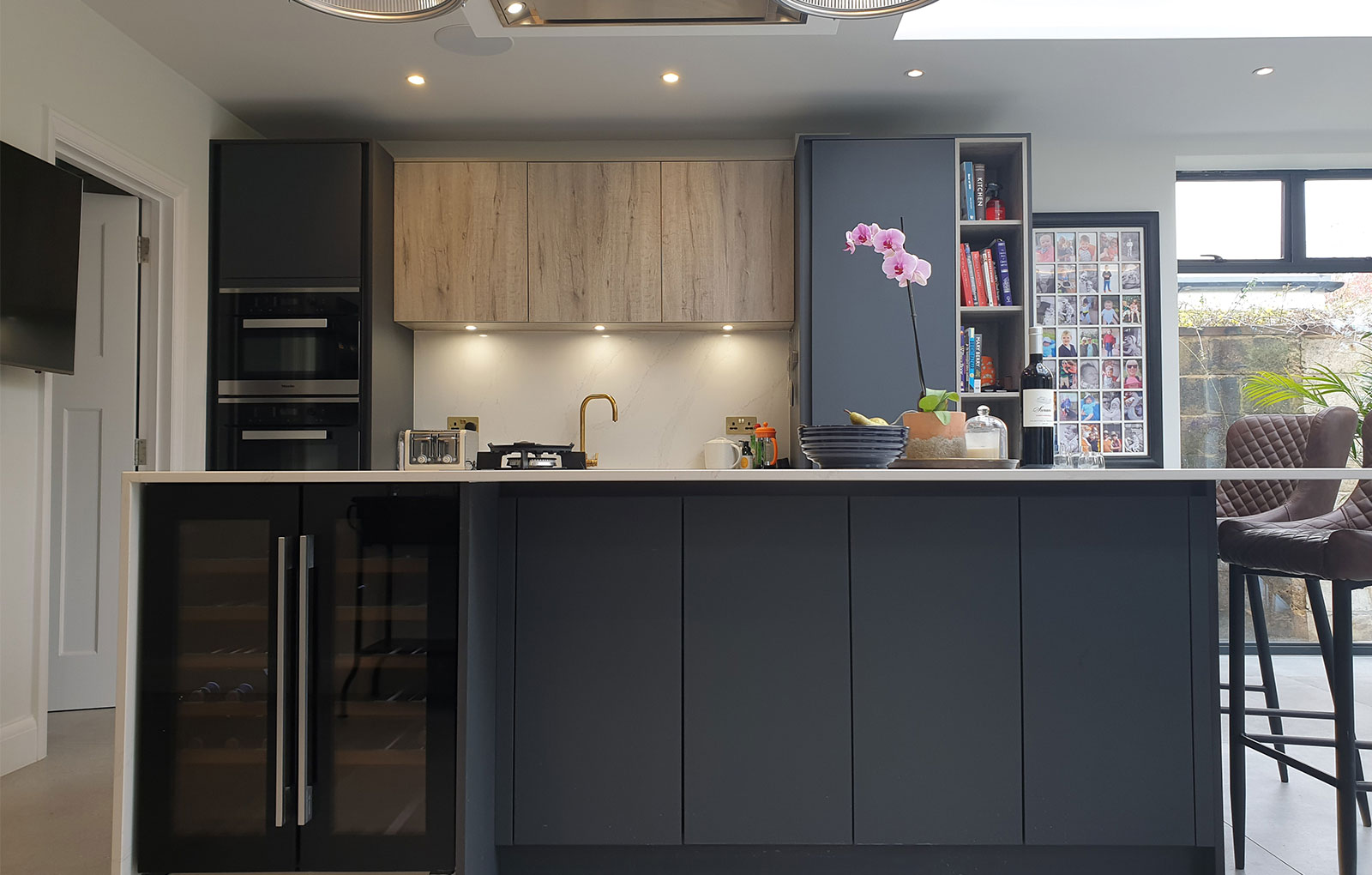 Modern dark kitchen with wood effect kitchen island