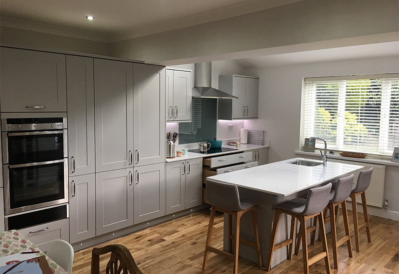 Chatsworth Silk Light Grey with Quartz Mirror worktops