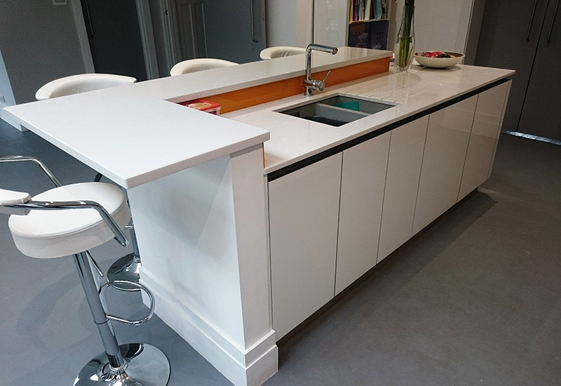 H Line Lumina White with Silestone Yukon