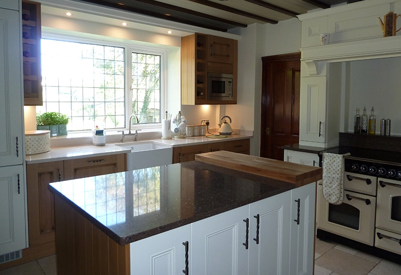 Hathaway White Cotton With Light Oak & Quartz Surfaces