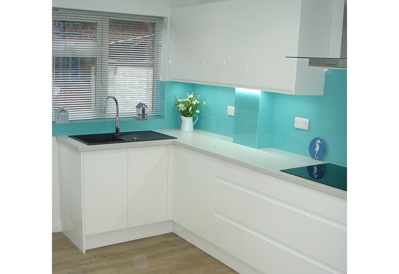 Italia White Gloss with Quartz worktops