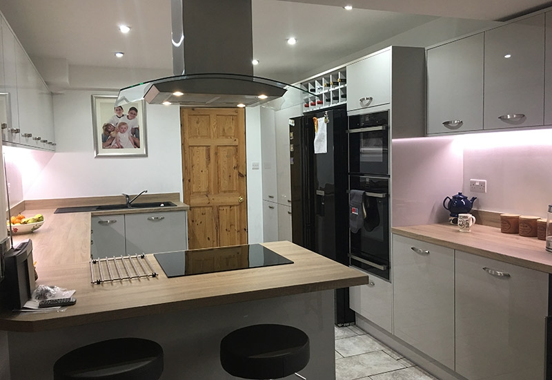 Lumina Light Grey with Sonoma Oak Worktops