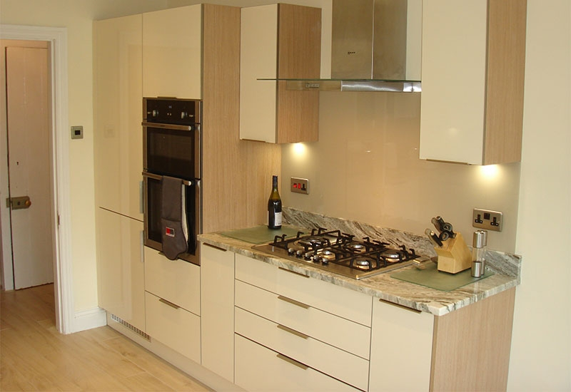 Lumina Ivory with Lancaster Oak Cabinets