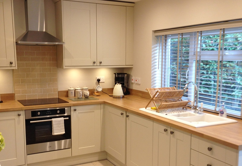 Malvern Ivory with Natural Oak Block worktops