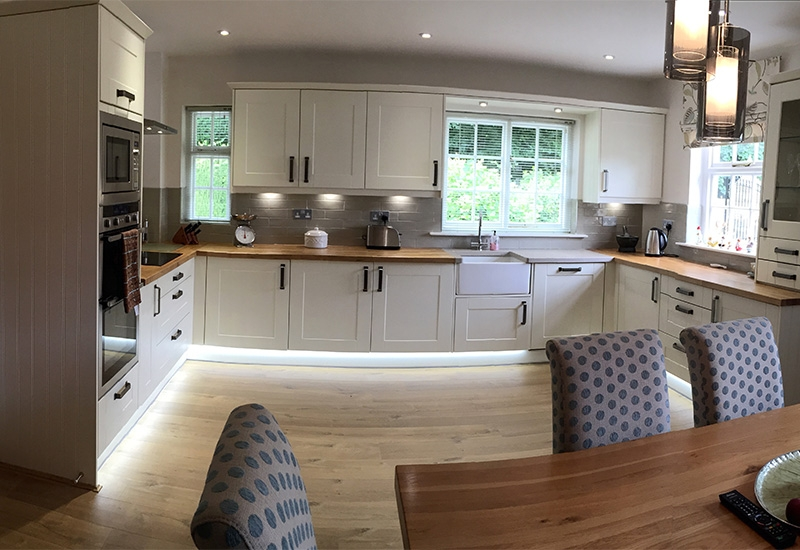 Maine Ivory Grained With Oak Worktops& Phoenix Sand Quartz