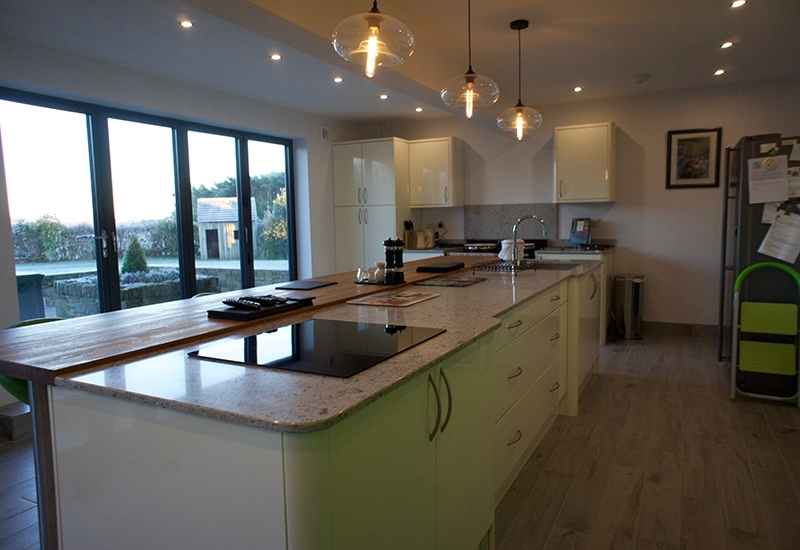 Nevada Ivory Gloss with Quartz worktops