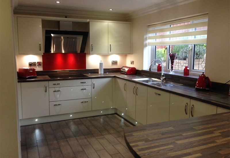 Nevada Mussel Gloss with Oak Worktops