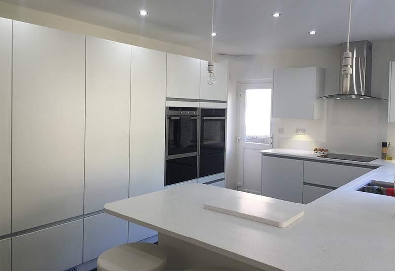 Reno Handleless in White WIth Minerva Worktops