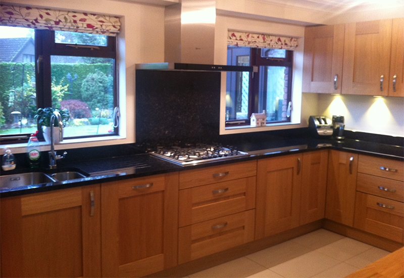 Solva Light Oak With Angolan Black Granite