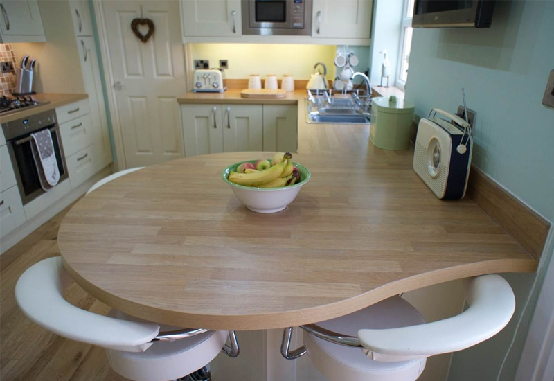 Trenton Cream WIth Oak Laminate Worktops