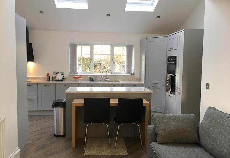 Chatsworth Light Grey with Dust Grey and Portland Oak cabinets