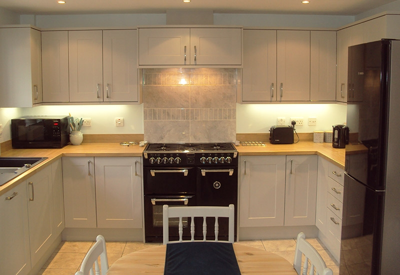 Chatsworth Light Grey with Natural Oak Block worktops