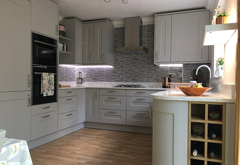 Hutton Grained  Light Grey with Portland Oak cabinetry