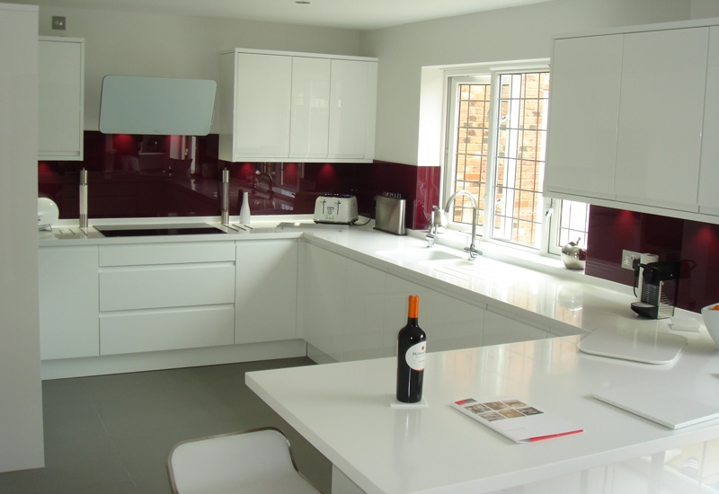 Italia White With Glacier White Corian Worktops
