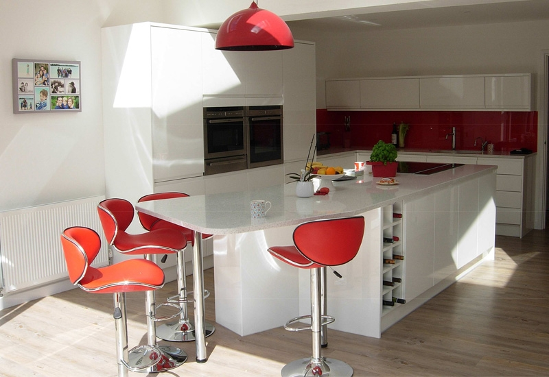 Italia White With Quartz Blanco Stellar Worktops