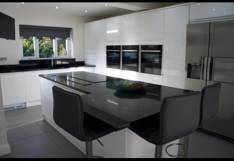 Italia High Gloss White With Black Mirror Quartz