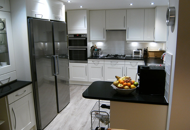 Maine Ivory with Negro Tebas silestone worktops