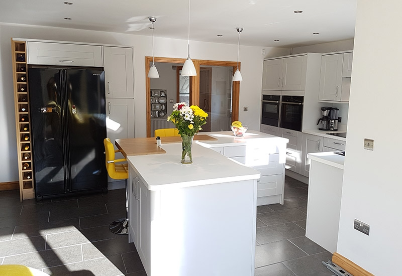 Malvern Light Grey with Crystal White and Natural Oak Block Sigma Surface