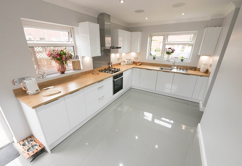 Napoli White with Natural Oak Laminate worktops