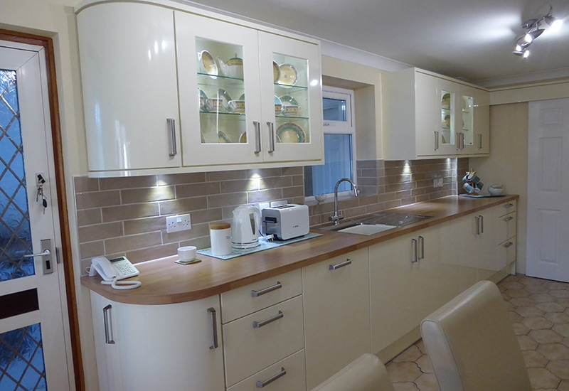 Nevada Ivory with Laminate worktops